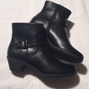 Very comfortable black Studio Work ankle boots